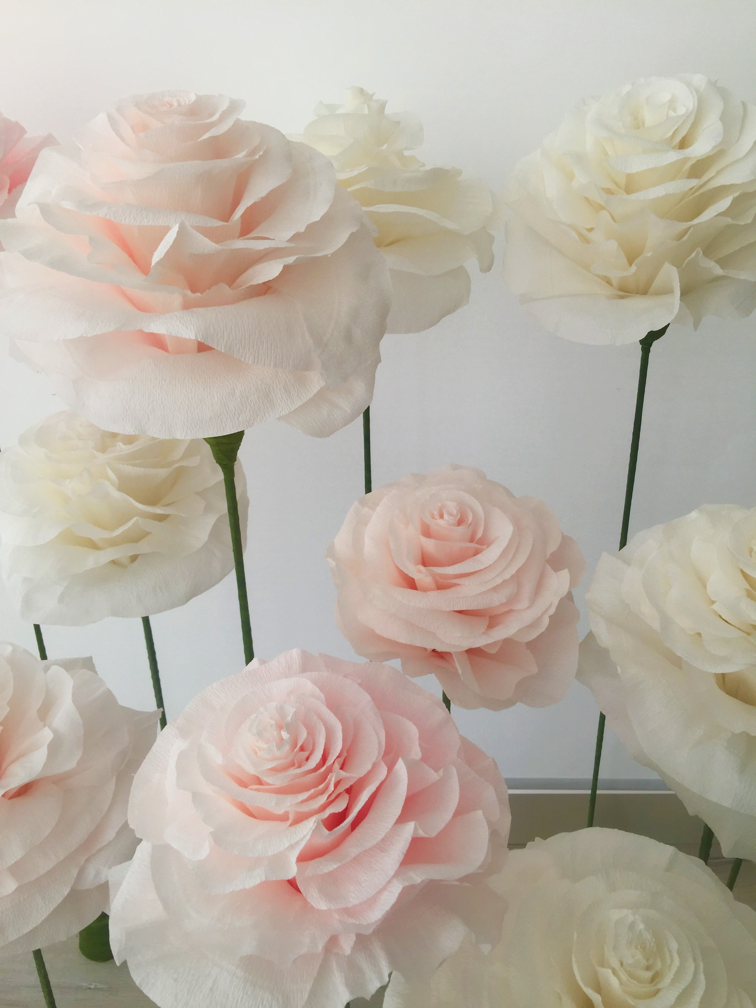 Paper flowers: the latest trend in Wedding decoration.